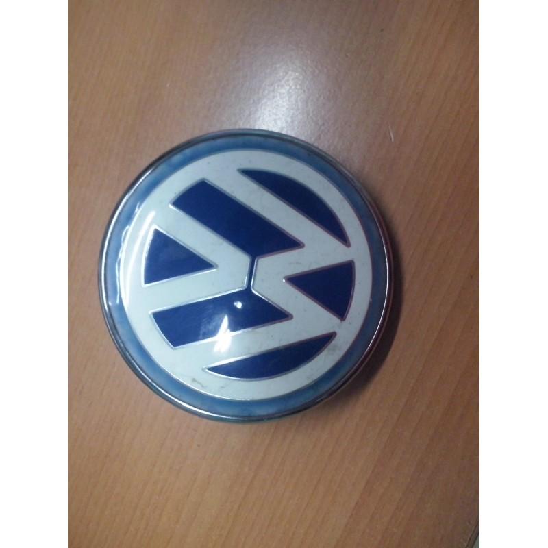 new beetle enjoliveur centrale logo d origine couleur bleu sur malle arriere parfait etat. Black Bedroom Furniture Sets. Home Design Ideas