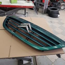 calandre  CITROEN C3  couleur vert metal EN TRES BON ETAT  2002 A 2008 ref  1611637680