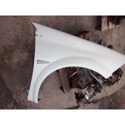 aile avant megane 2 cote droit (passager) couleur blanche de 02/ a 2008