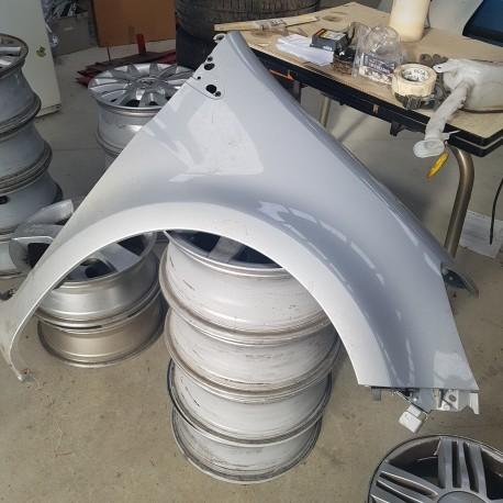 clio 3 aile avant droite tres bon etat couleur grise metal pour pneu 195 ref 7701476105. Black Bedroom Furniture Sets. Home Design Ideas